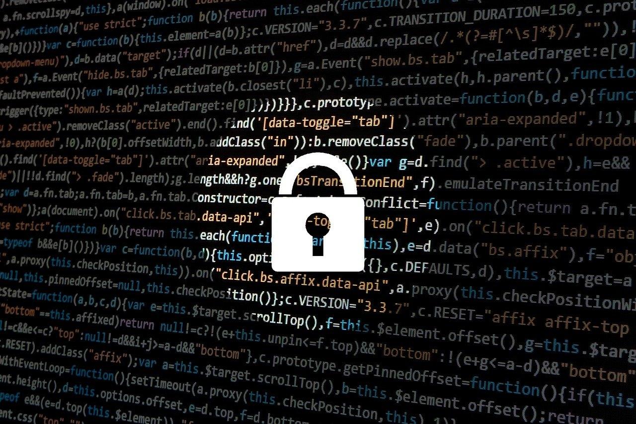 Kontrola dostępu sieci w firmie, zabezpieczenie za pomocą kłódki.